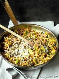 The preparation of ancient cereals or legumes requires very little - Vegan Recipes - Getreide Rezepte Sauteed Zucchini Recipes, Veggie Recipes, Vegetarian Recipes, Healthy Breakfast Menu, Healthy Eating, Easy Vegetarian Lunch, Healthy Dinner Recipes, Meals, Cooking