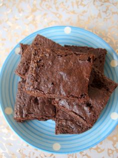 Mocha Brownies are easy to bake fudgy brownie recipe. Mocha brownie recipe calls for expresso, dark chocolate and butter. Brownies work great as a party dessert and kids love them. Mocha Brownies Recipe, Brownie Recipes, Gluten Free Chocolate, Vegetarian Chocolate, Chocolate Chocolate, English Desserts, English Food, Easy Desserts, Dessert Recipes