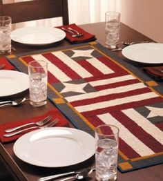 Quilted Flag Table Runner Stunning stars and stripes in this patriotic quilted table runner come together quickly. Patriotic Quilts, Patriotic Crafts, Patriotic Decorations, Small Quilt Projects, Quilting Projects, Quilting Ideas, Diy Projects, Table Runner And Placemats, Quilted Table Runners