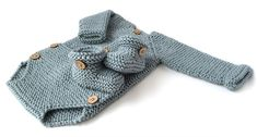 Baby Booties – Easy Pattern & Tutorial Knitted Baby Booties -Two needle EASY Knitting Pattern & tutorialKnitted Baby Booties -Two needle EASY Knitting Pattern & tutorial Baby Cardigan Knitting Pattern Free, Baby Booties Free Pattern, Knit Baby Booties, Baby Hats Knitting, Easy Knitting Patterns, Baby Patterns, Booties Crochet, Onesie Pattern, Knitted Romper