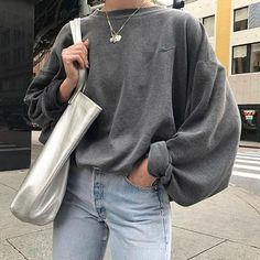 How to wear the chunky knit sweater in style? - StreetweaR - How to wear a chunky knit sweater in style? Tips and outfit ideas in this article! Casual Fall Outfits, Trendy Outfits, Flannel Outfits, Autumn Outfits, Hipster Outfits, Urban Outfits, Dress Casual, Casual Chic, Mode Outfits