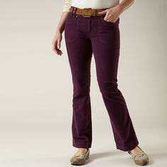 Cut in comfy fabric and an effortless silhouette, these pants will quickly become an everyday favorite. Outdoor Fashion, Outdoor Woman, Moleskine, Style Guides, Cool Outfits, Womens Fashion, Fashion Trends, Pants For Women, Comfy