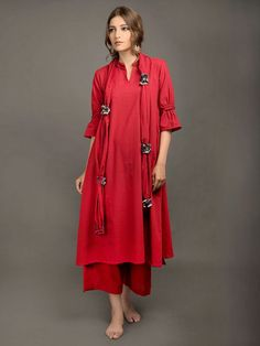 The Loom- An online Shop for Exclusive Handcrafted products comprising of Apparel, Sarees, Jewelry, Footwears & Home decor. Stylish Dress Book, Stylish Dresses, Khadi Kurta, Shalwar Kameez, Plain Kurti Designs, Dress Design Sketches, Girl Fashion, Fashion Outfits, Casual Outfits