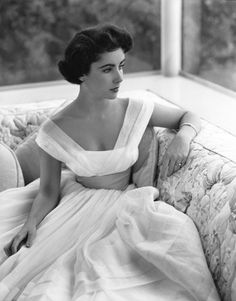 Elizabeth Taylor..What a beautiful dress...If I had a do-over, I might take a few ideas from ths beauty as a gown...