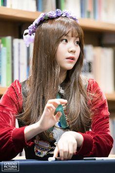 GFriend - Umji Bubblegum Pop, Extended Play, Kim Ye Won, Cloud Dancer, G Friend, Music Photo, Attractive People, Interesting Faces, Sweet Girls