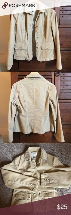 ❄️Talbots Petite Stretch Corduroy Jacket Blazer❄️ I have only worn this jacket a few times, it's in excellent used condition with no stains, tears, or marks. It is very true to size and is a great tan color. Talbots Jackets & Coats Blazers