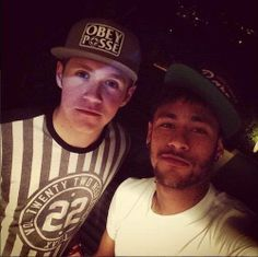 too much for one picture.Niall Horan and Neymar dos Santos Jr Neymar Jr, Niall Horan, Theo Horan, Five Guys, Real Madrid, Cutest Thing Ever, James Horan, I Love One Direction, Soccer Players