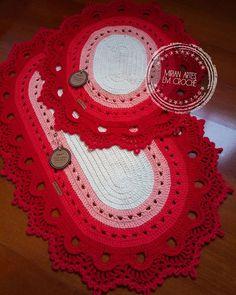 Tree Skirts, Crochet Earrings, Christmas Tree, Holiday Decor, Crochet Carpet, Cardboard Tube Crafts, Bathroom Mat Sets, Crochet Stitches, Needlepoint