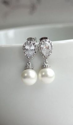 Gorgeous! Just bought these for my wedding :) they'll go great with my white gold and diamond ring and my mom's pearl necklace