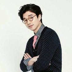 Gong Yoo looking cute in specs