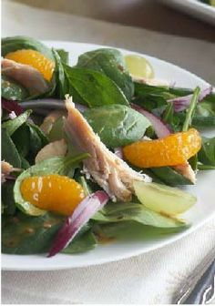 Mandarin Spinach Salad with Chicken – Sweeten up your salad routine with mandarin oranges and grapes. Add some spinach and chicken for a dish that's big on flavor. Almonds provide a fun crunch.