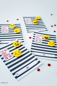 Super cute free printable valentine cards with some emoji buttons from Oriental Trading. http://makingtheworldcuter.com/2017/02/emoji-valentines/