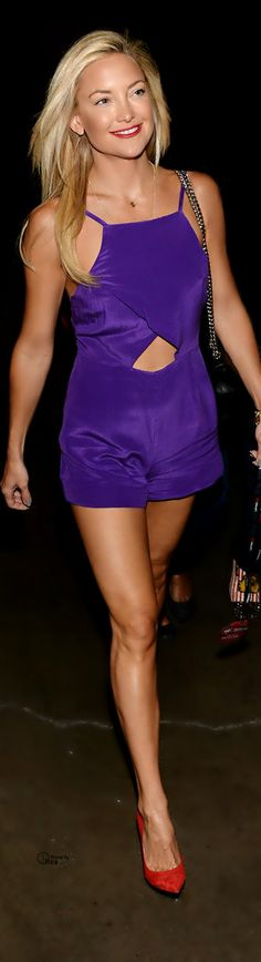 kate hudson supports matthew bellamy at iheartradio music festival 01 Kate Hudson is a purple beauty while attending the 2013 iHeartRadio Music Festival at the MGM Grand Garden Arena on Friday (September in Las Vegas. Kate Hudson, Purple Outfits, Sexy Outfits, Fashion Outfits, Inspiration Mode, Brian Atwood, In Pantyhose, Glamour, Overall Shorts