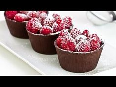 Looking for that simple but effective and delicious dessert for that dinner party? then how about making these raspberry chocolate cups that look so deliciously good A really wonderful dessert that. Baked Strawberries, Chocolate Strawberries, Raspberry Chocolate, Chocolate Mix, Fancy Chocolate Desserts, Chocolate Baileys, Chocolate Moose, Raspberry Mousse, Delicious Chocolate