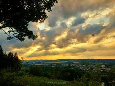 Iserlohner Aussichten, die Zweite. #Sonnenuntergang #Iserlohn #Panorama #Natur #Waldweg #Wald #Sauerland #Wolken #Wetteraussicht #nordrheinwestfalen #NRW