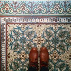 Le retour du carrelage  #lecarrelagedepaule #ihavethisthingwithfloors #tileaddiction #tiles #fromwhereistand #passioncarrelage #chaoqueeupiso #explore #paris #vsco #vscocam by paule_henriette