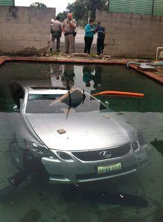 Under Water Lexus - 25 Incredibly Bizarre Car Accident Photos   Complex
