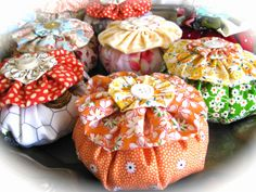 Yoyo pincushions ~ Maryjane @ The Beehive Cottage