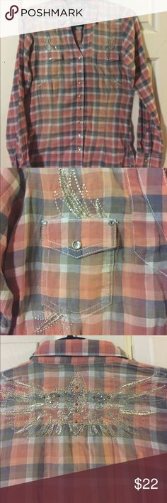 Wrangler Rock 47 Embellished L/S size S Shirt Wrangler Rock 47, size S, 100% cotton, plaid embellished with silver stitched designs, beautiful fleur de le and diamond like snaps, new with tags Wrangler Tops Button Down Shirts