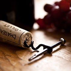 """Tire-Bouchon pliable """"Twistick"""". Accessoire utile et design de porte clés pour ouvrir les bouteilles. L'hélice se replie sur la tige. Accessoire Every Day Carry True Utility, Shop Story, Barware, Miniatures, Partner, Edc, Design, Wine Wednesday, Box Sets"""