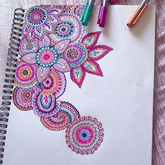 Flowers and paisley zentangle mandala Doodles Zentangles, Zentangle Patterns, Easy Zentangle, Doodle Patterns, Doodle Drawings, Doodle Art, Flower Drawings, Zen Doodle, Arte Sharpie