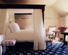 Change carpet & plaids... amazing bed & lines