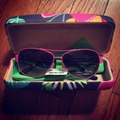 9c54113f14 NWT Vera Bradley Jazzy Blooms Adrian Premium Sunglasses With Case! NEW!  UV400