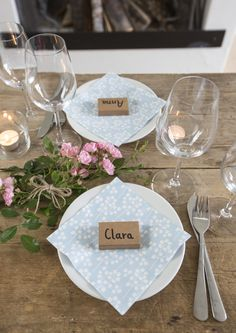 DIY  Decorate a beautiful table with match boxes and fill them with something sweet. How-to guide on the blog.  #grenediy #party #tablesettings