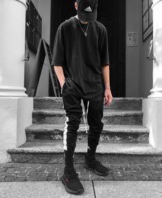 "976 Gostos, 44 Comentários - Chris® (@blvboy) no Instagram: ""Dark thoughts.® _______________________________ Outfit Cap: @adidas 3/4 Sleeve: @zara Pants:…"""