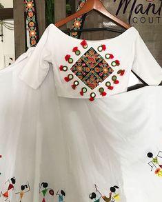 Happy Sunday Everyone! With Hand paint warli print! Customised for a pretty client! Dm or whatsapp us Choli Blouse Design, Choli Designs, Sari Blouse Designs, Lehenga Designs, Garba Dress, Navratri Dress, Chaniya Choli For Navratri, India Fashion, Indian Designer Wear