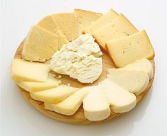 Quesos asturianos. Los cuatro quesos con DOP: Afuega'l Pitu, Queso Cabrales…