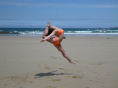 I spend my time at the beach differently to most people :) #dance #jumps #flexible #beach #summer #love #australia #phillipisland #dancing