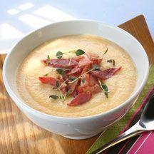 Krämigt god rotfruktssoppa med knaperstekta baconbitar! Perfekt på kvällen eller varför inte ta med till lunch på jobbet?