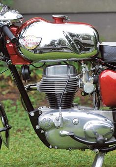 Royal Enfield's quarter-liter café, the 250 Continental, brought style to the streets. Motorcycle Store, Motorcycle Racers, British Motorcycles, Vintage Motorcycles, Biker Love, Enfield Classic, Enfield Motorcycle, Royal Enfield Bullet, Motorcycle Engine