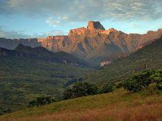 Drakensberg, South Africa. So beautiful! Must go!