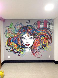 Apartamento projeto by Neo Arq com trabalho de grafite em destaque. #urbano #decoração #interiores #decor
