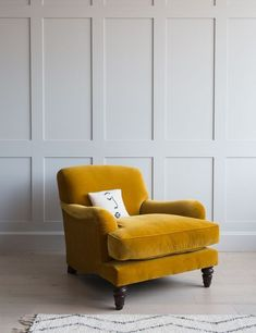 This stunning vintage Mabel velvet armchair is available in velvet, linen, cotton and wool. Choose from 27 colours! Comfy Living Room, Contemporary Armchair, Armchairs Living Room Modern, Mustard Living Rooms, Arm Chairs Living Room, Classic Armchair, Armchair Furniture, Armchair, Armchair Bedroom