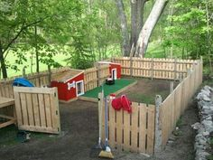 Backyard dog house area made of pallets.  This would even be a great play area for kids too! So many things you can do with pallets! #DogHouses
