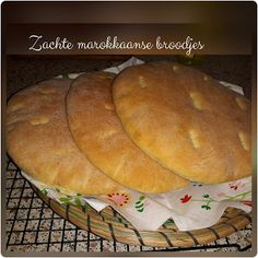 Cook & Bake with Kebdania: Zeer zachte Marokkaanse broden. Egyptian Food, Bread, Baking, Middle East, Om, African, Breads, Cooking, Brot