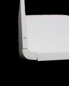 Maquette en polystyrène du prototype pour rendre compte du procédé de fabrication et travailler les détails liés à la forme et à l'ergonomie. Sujet de diplôme - Année 2015/2016