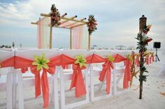 beach-wedding-chair-stage-decor.jpg (736×489)