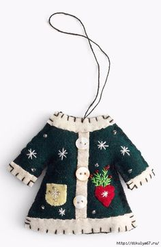 Felt New World Arts Coat Ornament Swedish Easy Christmas Ornaments, Felt Christmas Decorations, Christmas Makes, Noel Christmas, Felt Ornaments, Homemade Christmas, Christmas Sweaters, Ornaments Design, Christmas Nativity