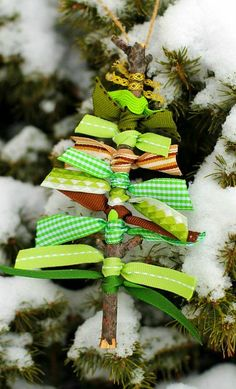 Scrap ribbon tree ornament | 25+ Beautiful Handmade Ornaments | NoBiggie.net