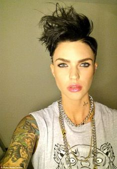 Inspired by Cosmo Kramer? Ruby Rose compared her edgy new hairstyle to the character from nineties sitcom Seinfeld Ruby Rose Hair, Rubin Rose, Wacky Hair, Natural Hair Styles, Short Hair Styles, Rose Photos, Short Haircut, Woman Crush, New Hair