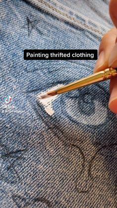 Painted Jeans, Painted Clothes, Hand Painted, Sewing Clothes, Custom Clothes, Diy Clothes Design, Kleidung Design, Diy Fashion Hacks, Denim Art