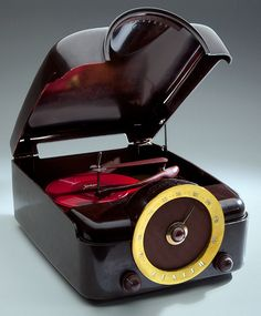Poste de Radio et Tourne Disques - Cobra Matic - Bakélite et Métal - 1950