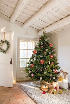 Happy holidays from One Kindesign, as we bring you inside the homes of this season's most festive and inspiring Christmas decor ideas.