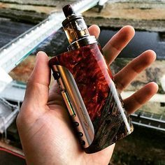 This mod is a BEAST! @estoque_mods The best e liquids for a smooth vaping experience