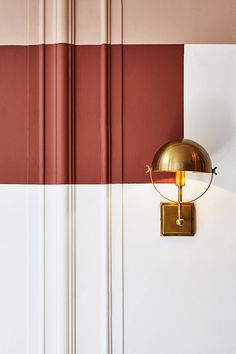 pink and rust colored paint pairing with brass wall light. / sfgirlbybay