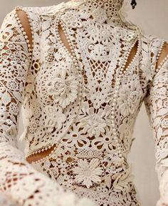 Alexander McQueen pre-fall 2018 Handmade Lace